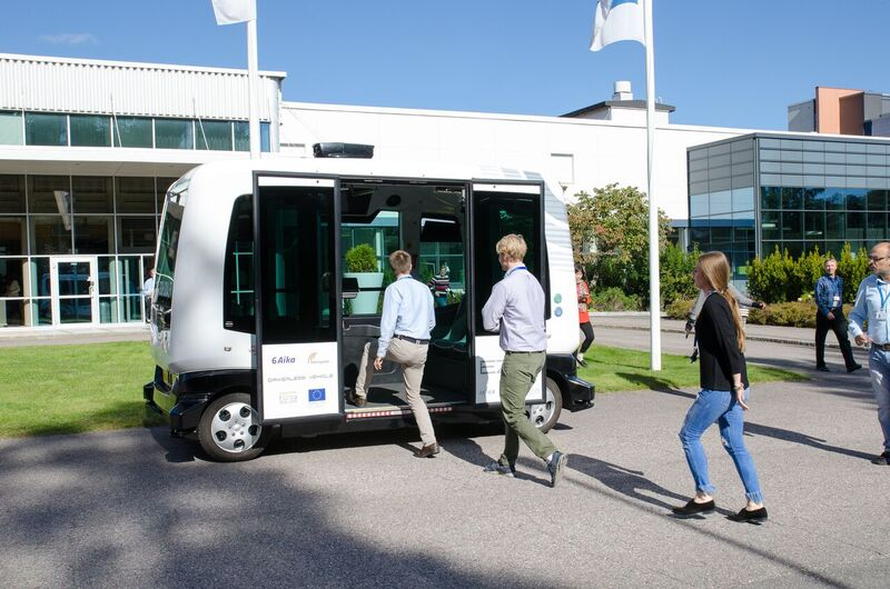 Hop on to the IoT future with a driverless bus from Sohjoa. Nokia employees in Espoo, Finland line up to take a tour from an AI bus driver.