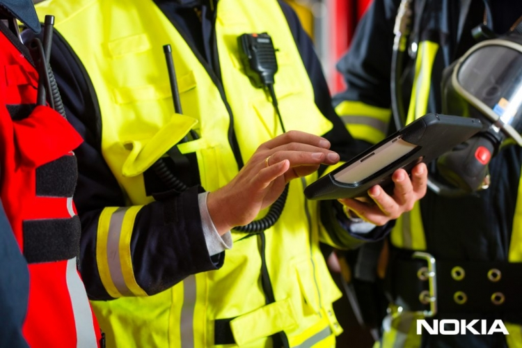 new-nokia-publicsafety-tablet-fireman